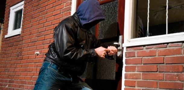 Cómo evitar robos en casa durante los viajes